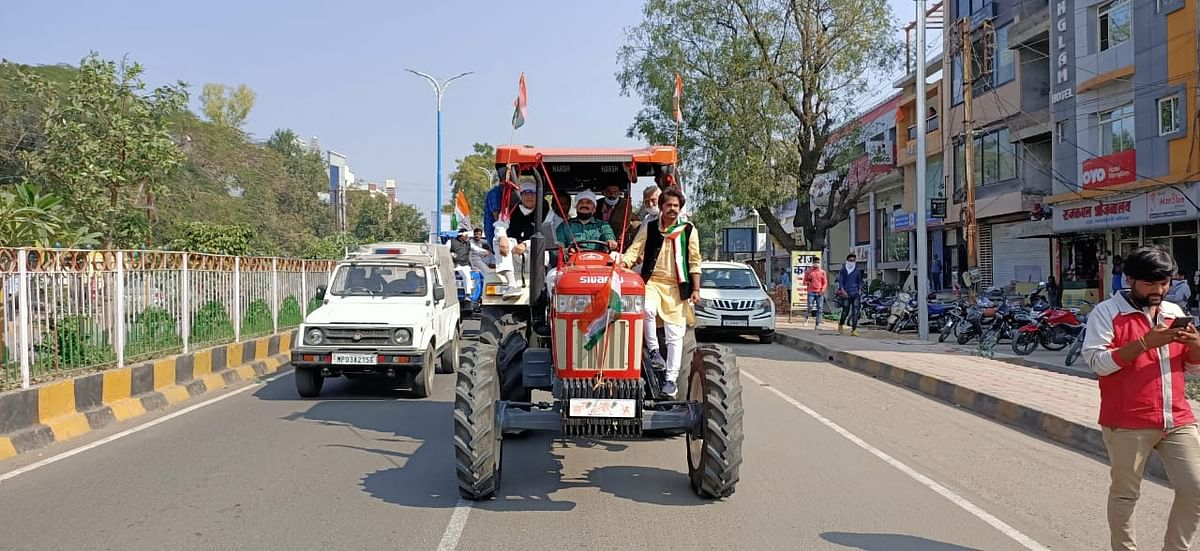 Madhya Pradesh: Congress continues protest against farm laws, takes out tractor rally in Dhar, Ratlam and Khandwa