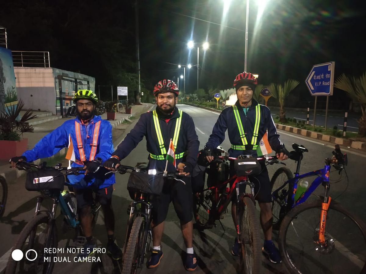 Shubham Thakur, Amit Kumar and Sameer Hashmi on way to Kevadia from Bhopal