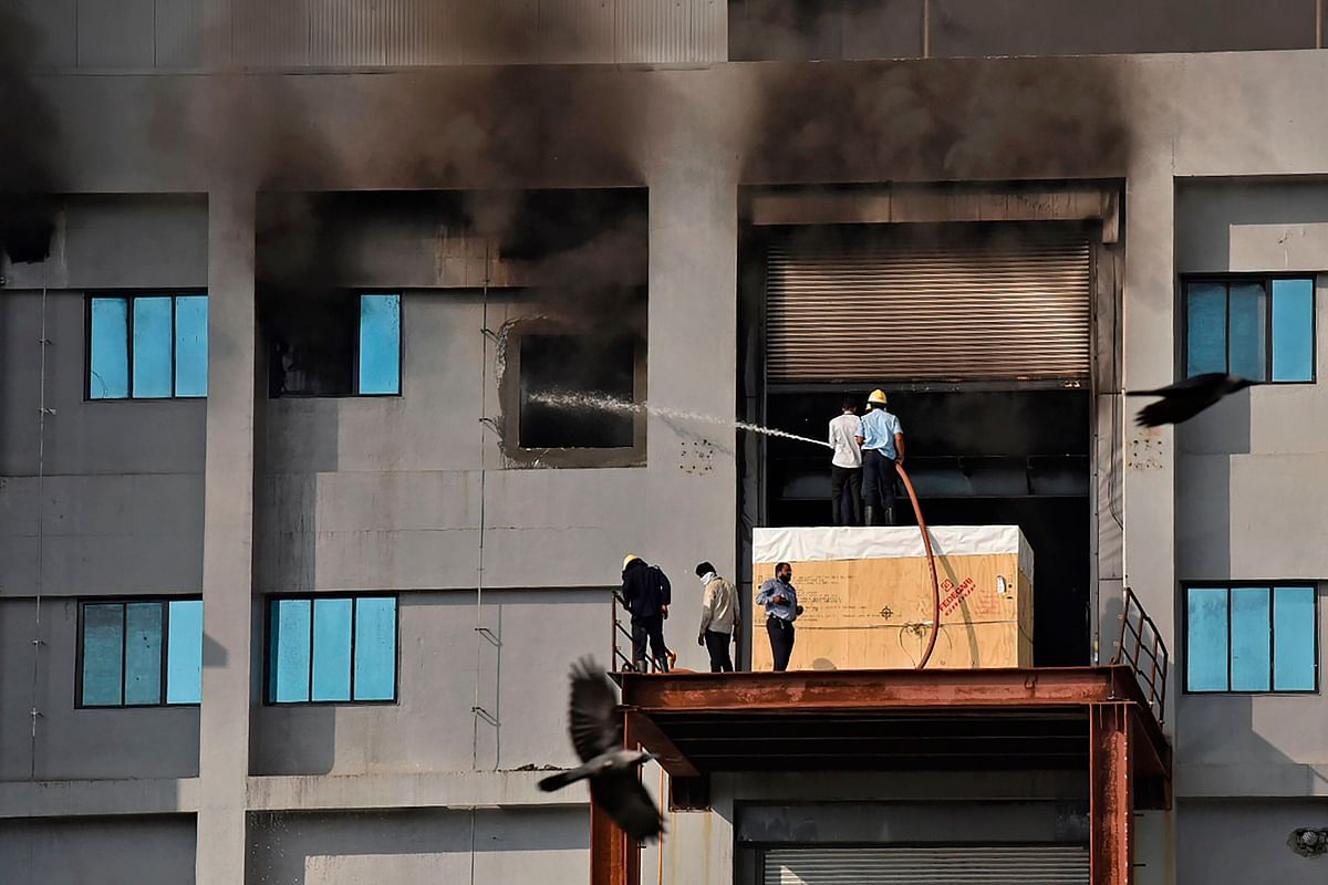 Firefighters try to control a fire that broke out at Indias Serum Institute in Pune on January 21, 2021. - A fire broke out on January 21 at Indias Serum Institute, the worlds largest maker of vaccines, local TV footage showed, but media reports said production of the Covid-19 coronavirus vaccine was not affected.