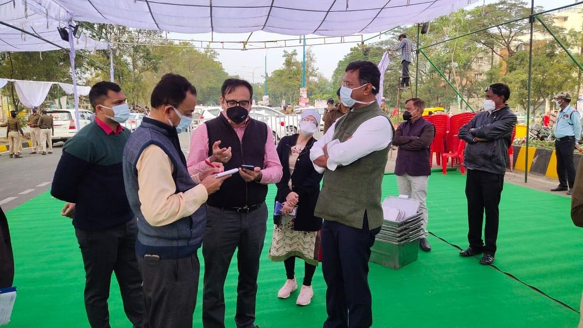 Collector Manish Singh reviewed the preparations for the proposed program of the Chief Minister on 6 January.