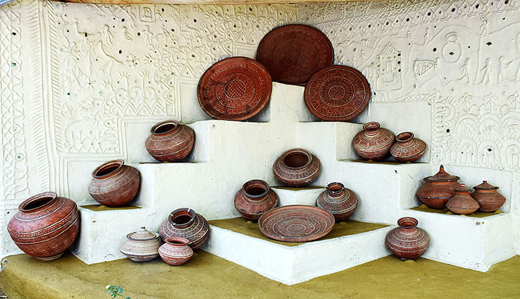 Pots along mud-mirror wall