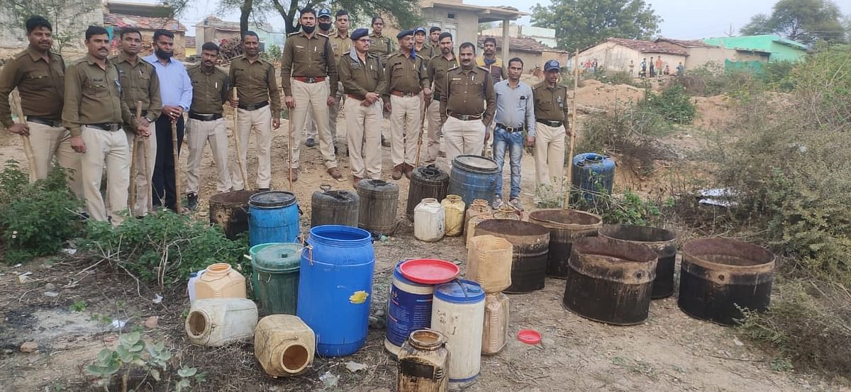 Police with seized liquor in Neemuch district