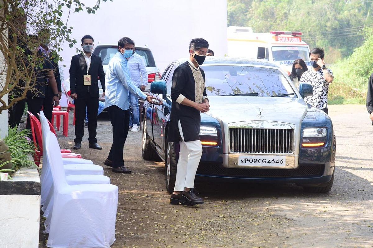 Varun Dhawan-Natasha Dalal wedding: Karan Johar leaves for Alibaug; Zoa Morani and others arrive at the venue