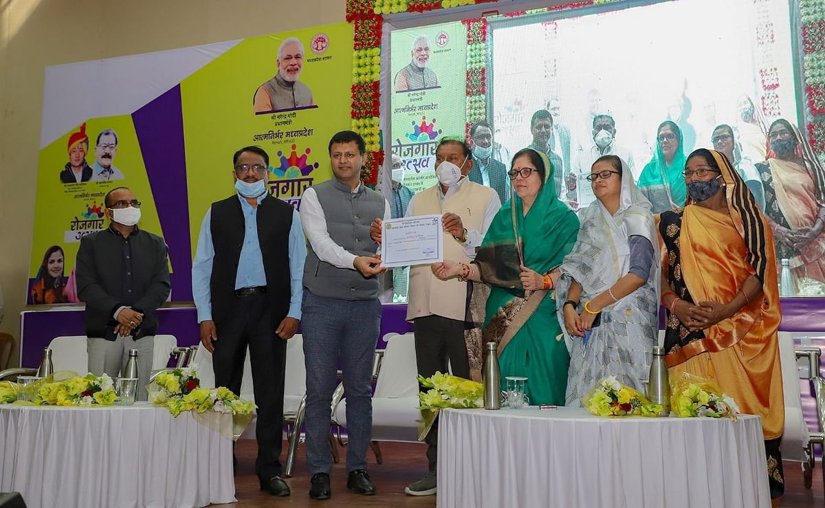 Madhya Pradesh: CM Chouhan lauds district administration in Dhar for providing job opportunities in rural areas