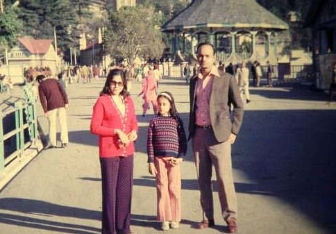 A young Deepika with her parents Ulhas  and Kshama Deshpande in Mussorie