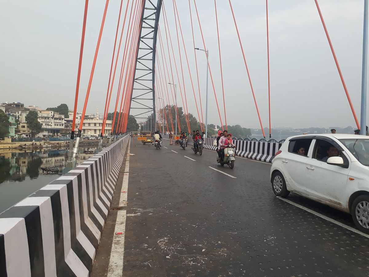 Madhya Pradesh: Traffic gridlock due to Bhopal arch-bridge may cause major accident any day