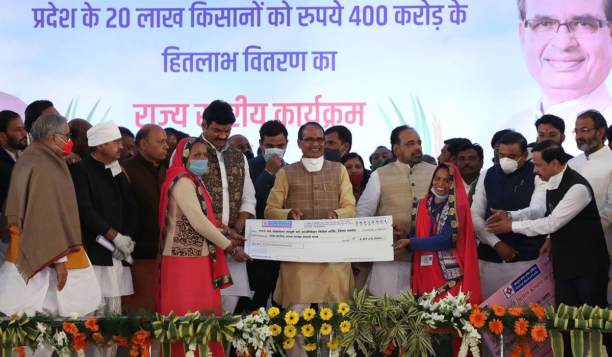 Madhya Pradesh: Kamal Nath taking out tractor rally, misused farmers' money: Shivraj