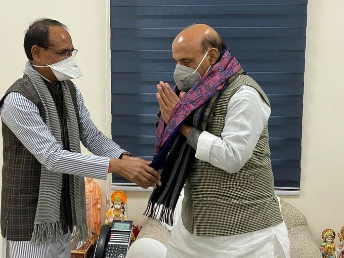 Chief Minister Shivraj Singh Chouhan felicitates Defence Minister Rajnath Singh during a meeting, in New Delhi on Monday.