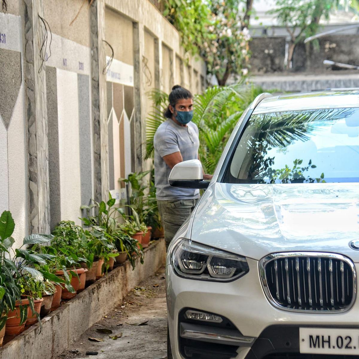 Farhan Akhtar at Javed Akhtar's residence