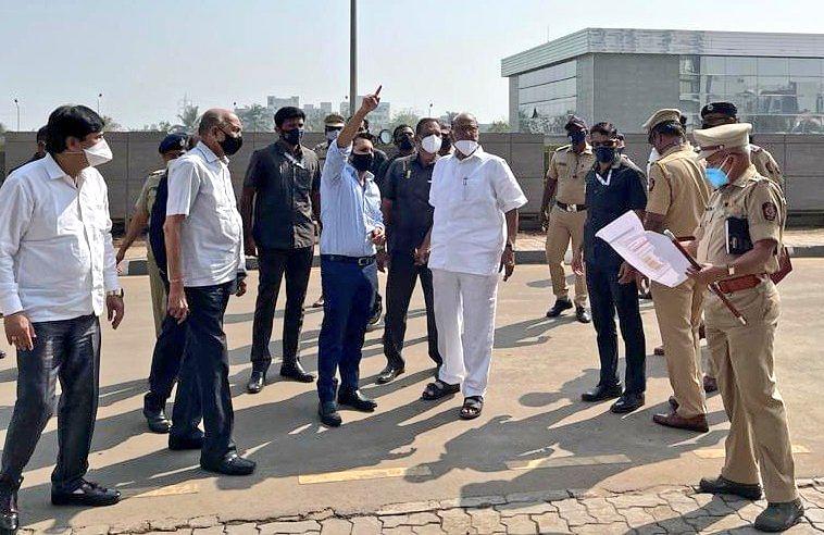 Pune: Sharad Pawar visits Serum Institute of India