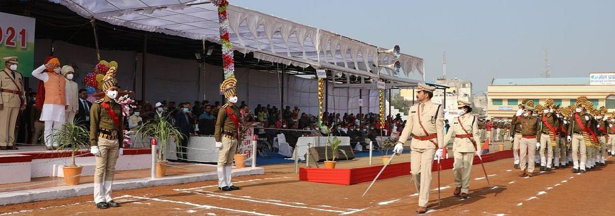 Madhya Pradesh: State minister Parmar hoist flag, takes salute in Shajapur