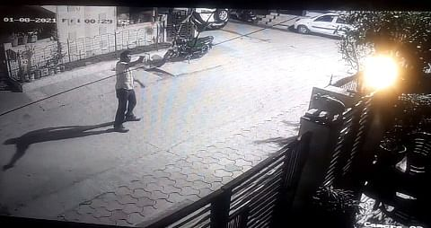 Indore: Miscreants open fire outside builder's house, incident captured in CCTV