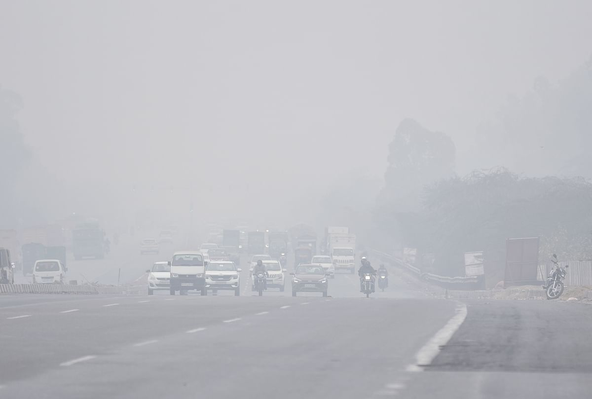 Severe cold wave in Delhi on New Year's Day; min dips to 1.1 deg C, lowest in 15 years