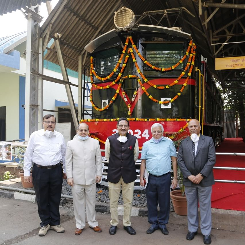 Sanjeev Mittal, General Manager, Central Railway re-dedicates Heritage Locomotive donated to Nehru Science Centre