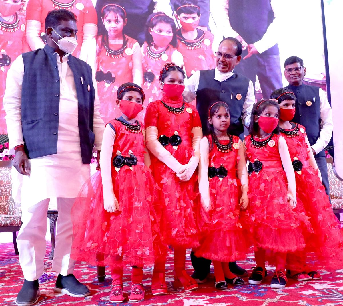 CM Chouhan with girls