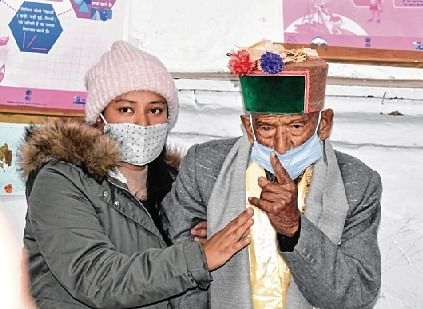 Freezing cold fails to dampen spirit of Himachali voters
