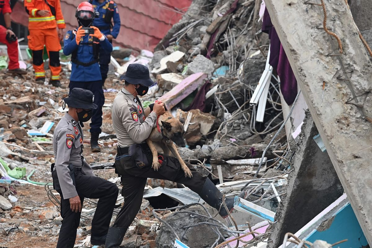 Indonesian teams find more bodies, clear roads after quake, toll at 73