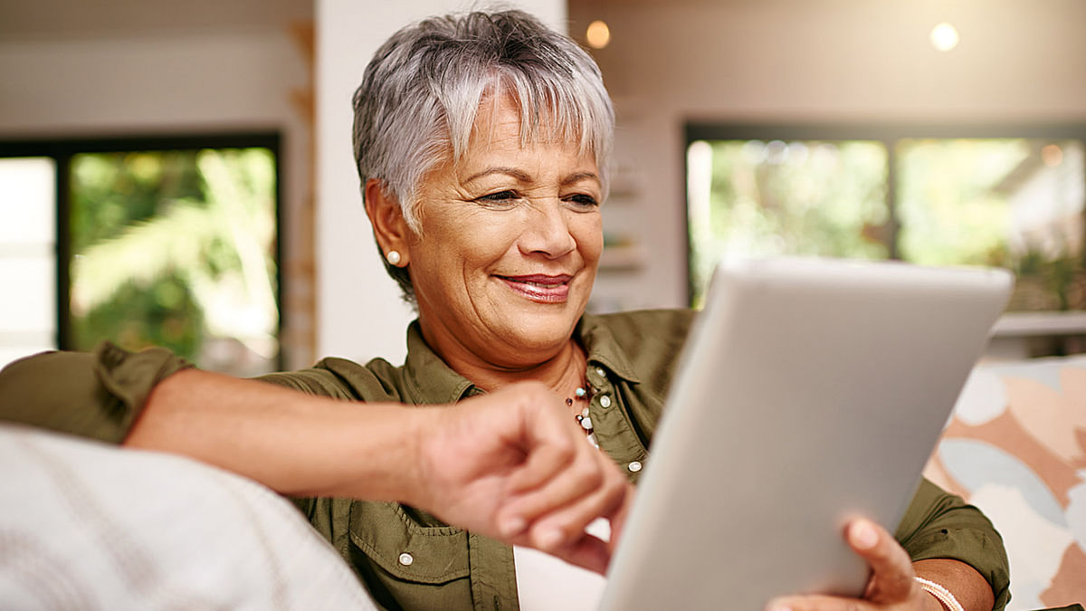 Posting photos on FB can make older adults feel competent: Study