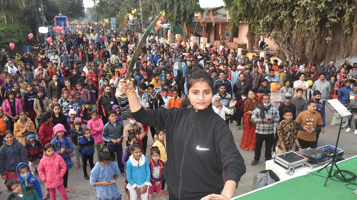 File Photo/ EXTRAVAGANZA AT WHAT COST? Throwing Covid-19 protocol to the winds hundreds of people assembled at the Ankpaat area, in Ujjain on Sunday, for the Sair-Sapata programme