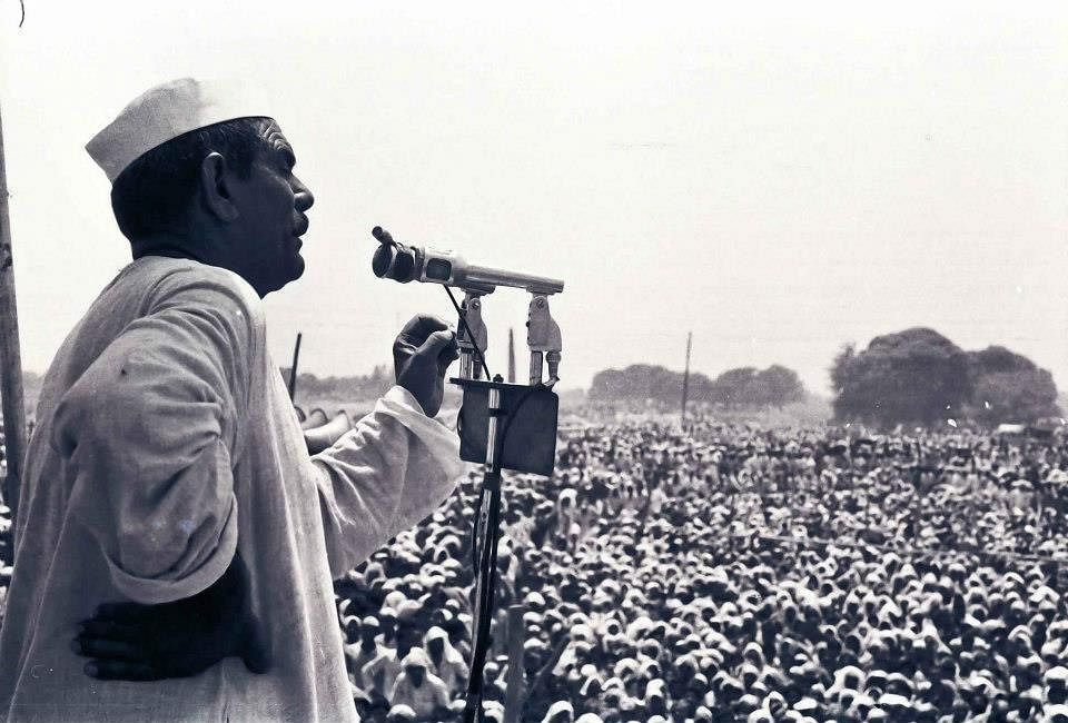 Farmers' Protest: In 1988, BKU leader Rakesh Tikait's father Mahendra Singh brought Rajiv Gandhi govt to its knees