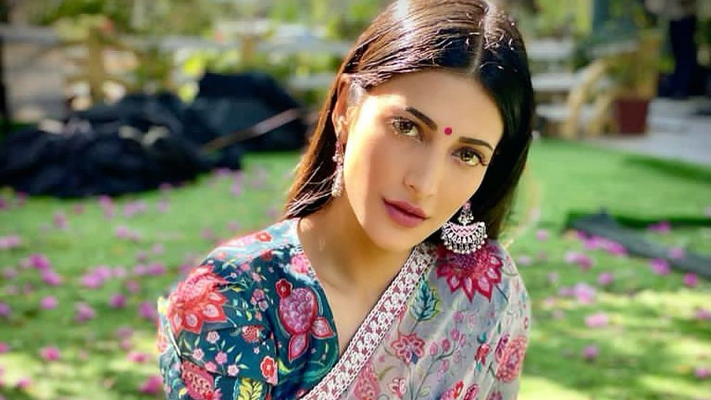 Shruti Haasan hosts 'Ask Me True or False' session, fan asks if she hates her ex-boyfriend; check out actress' answer