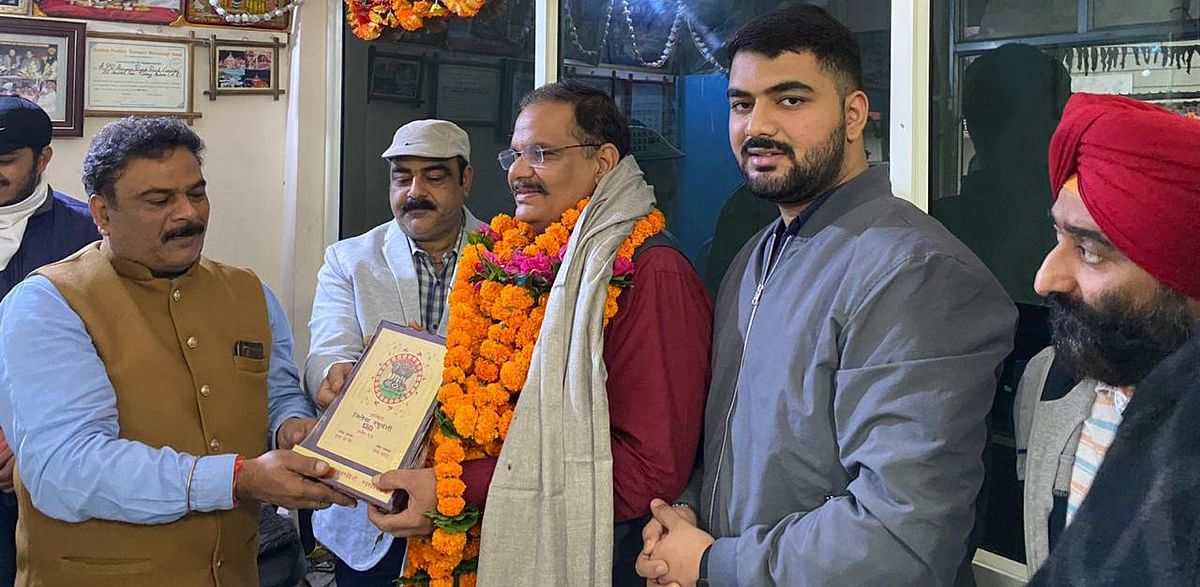 Madhya Pradesh: State transport federation felicitates Indore RTO Jitendra Raghuvanshi for exemplary work