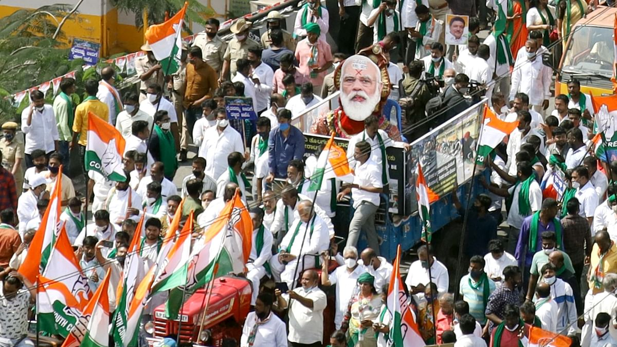 'Raj Bhavan Chalo': Karnataka Congress takes out procession in solidarity with farmers' protest