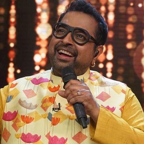 Singer and music composer Shankar Mahadevan turns traffic cop for a day in Vashi