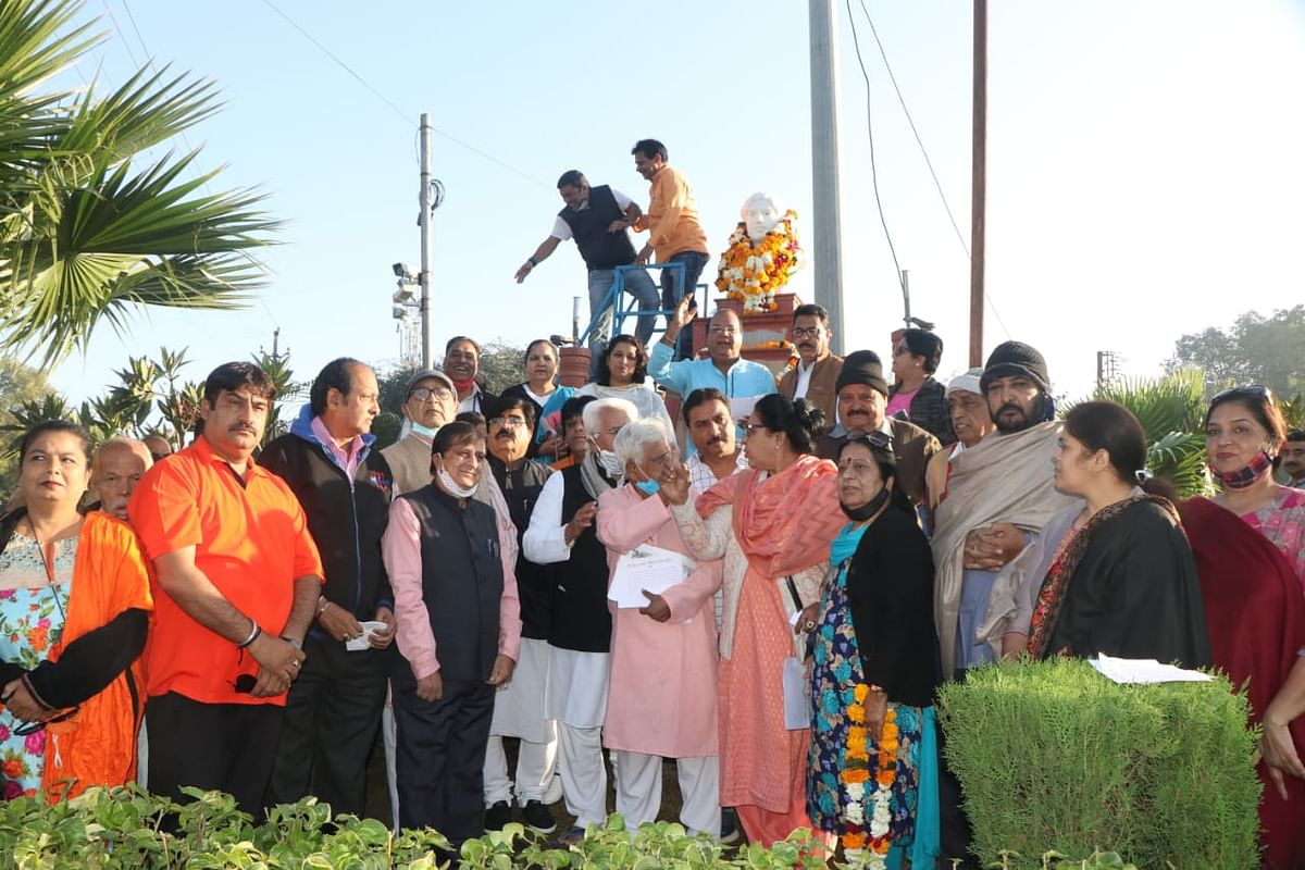 Community members paid  tribute to martyr Hemu Kalani