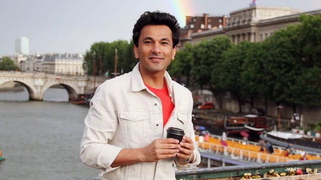 Vikas Khanna claims he was asked Rs 4 lakh for 4-star reviews of his debut directorial 'The Last Color'