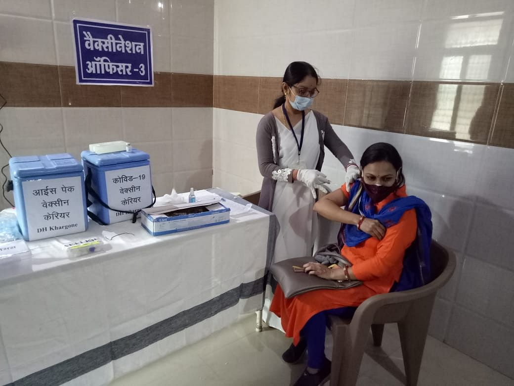 Doctors and health workers during dry run at hospital in Khargone on Friday