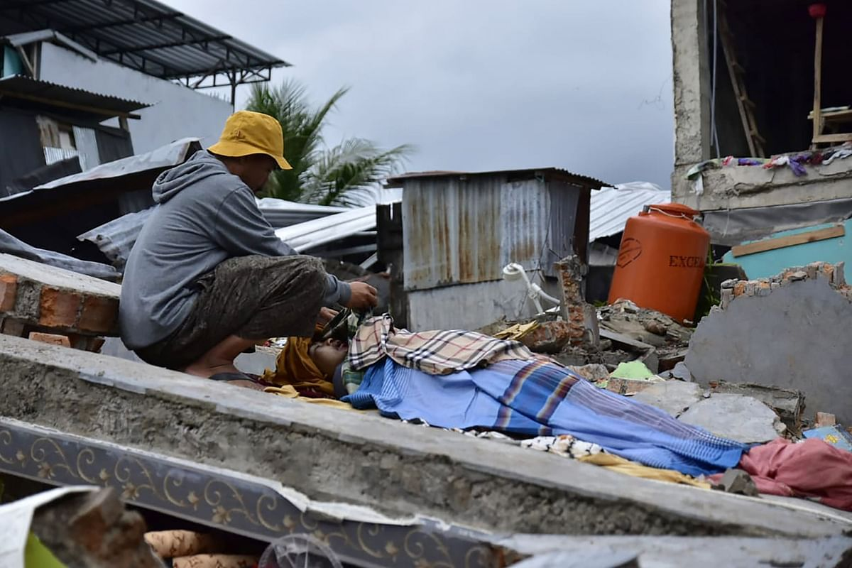 6.2 magnitude earthquake shakes Indonesia; 42 dead