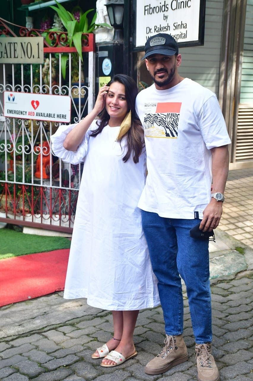 In Pics: Mom-to-be Anita Hassanandani visits clinic with husband Rohit Reddy