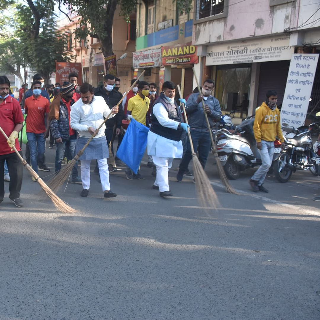 Ujjain: MP and municipal officials sweep city roads to promote cleanliness
