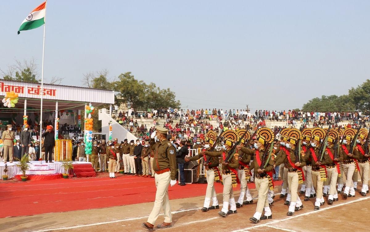 Madhya Pradesh: Forest minister Shah hoists flag in Khandwa