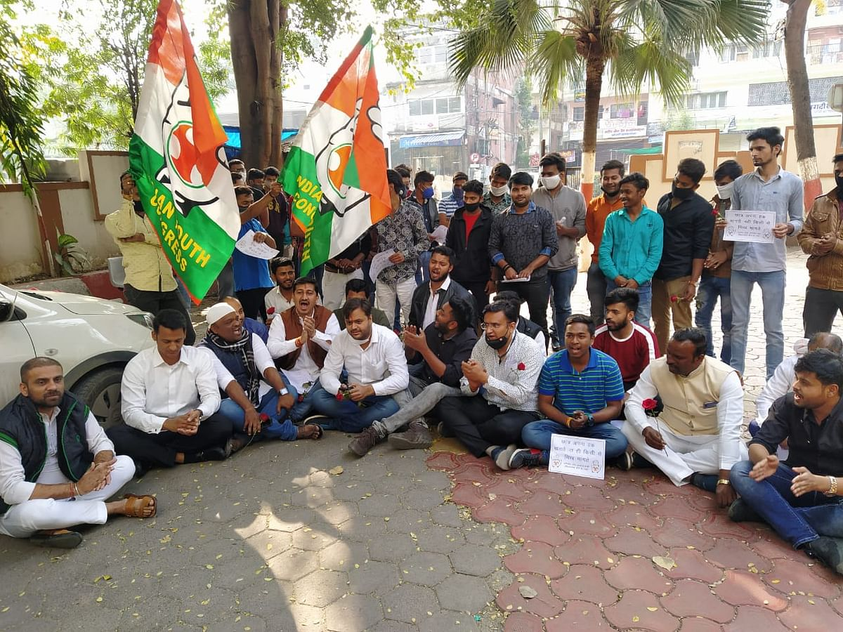 Students led by Youth Congress workers stage protest at collectorate on Monday