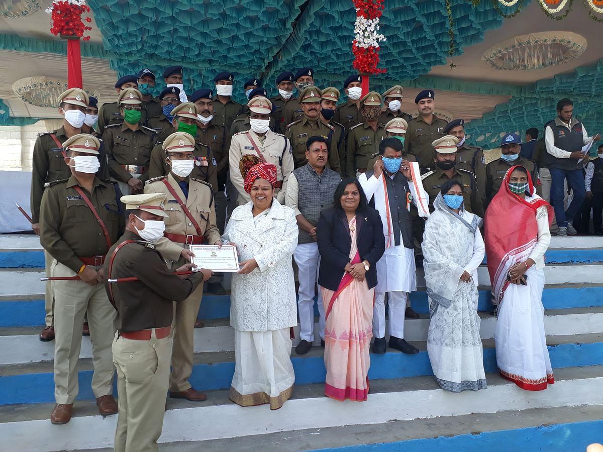 Madhya Pradesh: Collector hoists Tricolour in Alirajpur