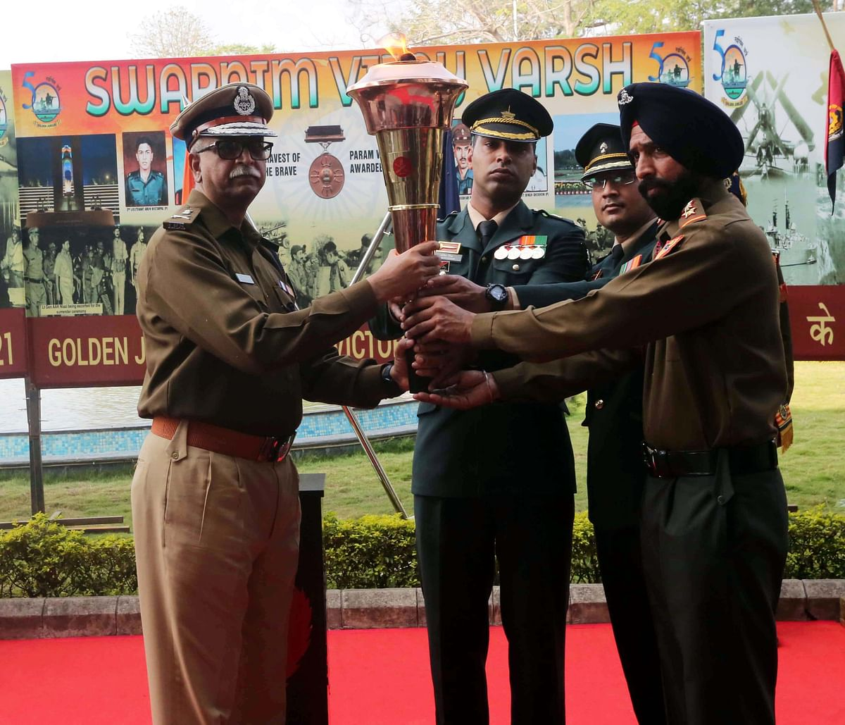 DGP Vivek Johri welcoming the Victory Flame at police headquarters in Bhopal on Wednesday.