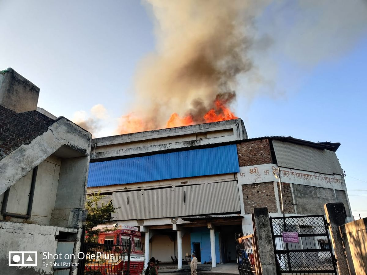 Indore: Fire at cold storage, goods worth crores gutted