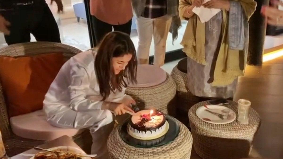 Watch: Shehnaaz Gill celebrates birthday with rumoured boyfriend Sidharth Shukla and family