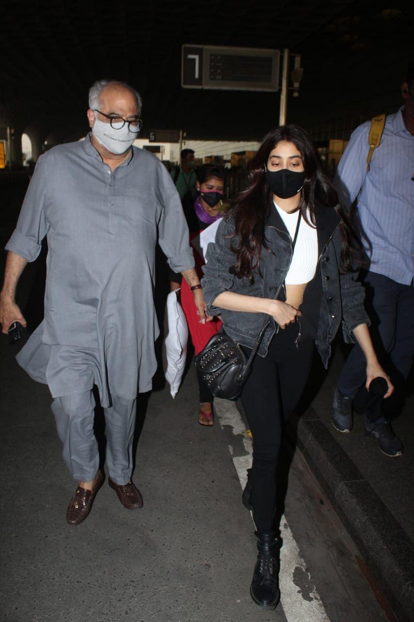 Janhvi and Boney Kapoor  at the airport