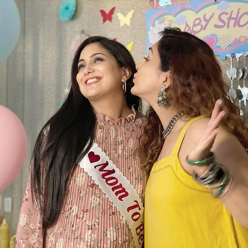 In Pics: Mom-to-be Neeti Mohan attends singer Harshdeep Kaur's baby shower