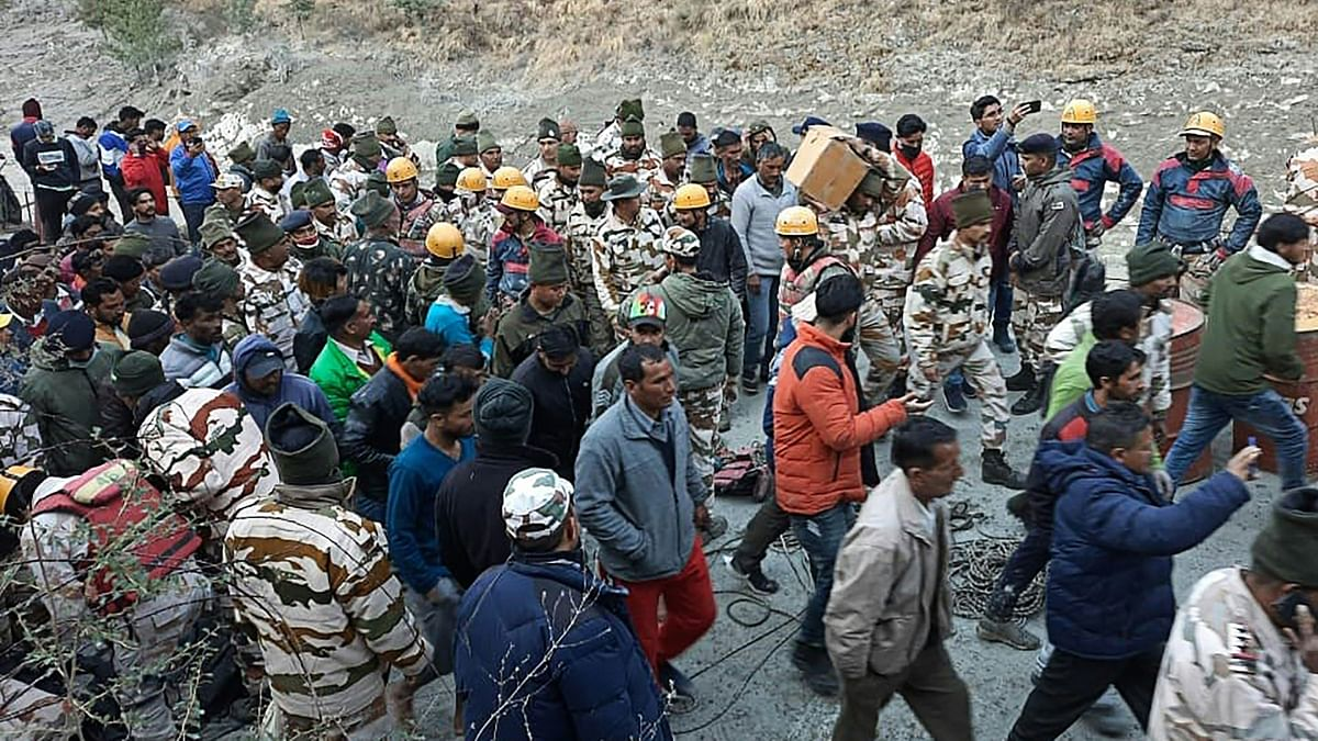 This handout photo taken on February 7, 2021 and released by the Indo-Tibetan Border Police (ITBP) shows onlookers and members of the Indo-Tibetan Border Police (ITBP) during a rescue operation after a broken glacier caused a major river surge that swept away bridges and roads, at Reni village in Chamoli district of Uttarakhand.