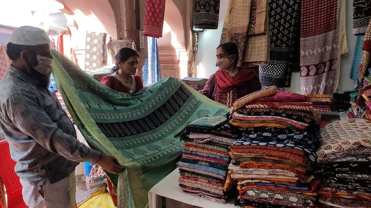 Bhopal: Cotton, opara and dola silk stuff in Kukshi, Bagh and Ajrak prints steal the show at 'Bagh Utsav'
