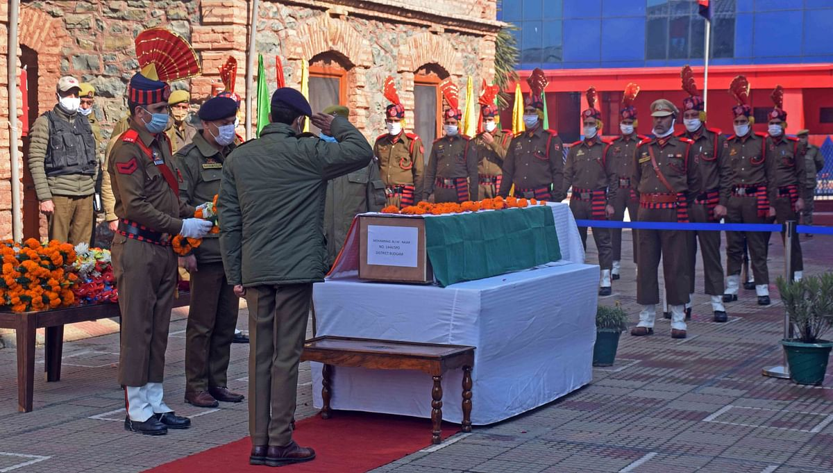 Wreath laying ceremony of Police personnel Sg Ct Mohammad Yousuf and Ct Suhail Ahmad who lost their lives in an attack by Militants in Barzulla, Srinagar today.