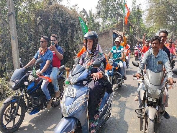 Day after Mamata Banerjee, Union Minister Smriti Irani rides scooter in West Bengal