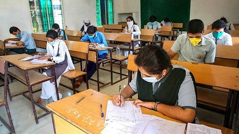 Mumbai: Rajesh Tope wishes luck to candidates appearing for health dept exams