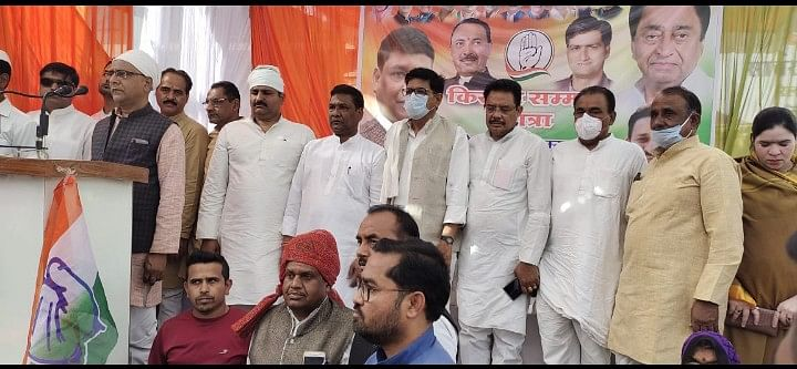 Madhya Pradesh: Congress, farmers in Shajpur protest against inflation, agri laws