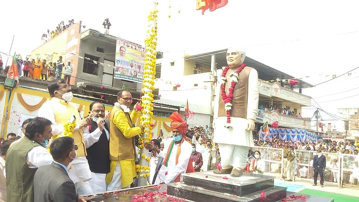 Madhya Pradesh: Chief Minister Shivraj Singh Chouhan unveils statue of former PM Atal Bihari Vajpayee