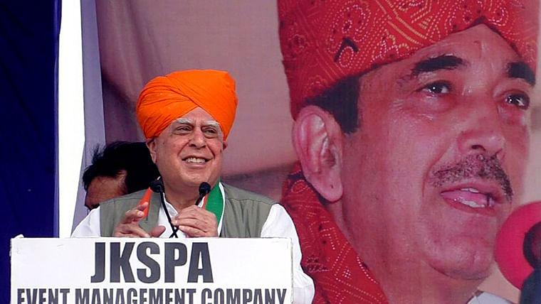 Congress 'getting weaker', G-23 leaders meet in Jammu to 'strengthen party'